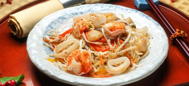 фунчоза с маринованными морепродуктами