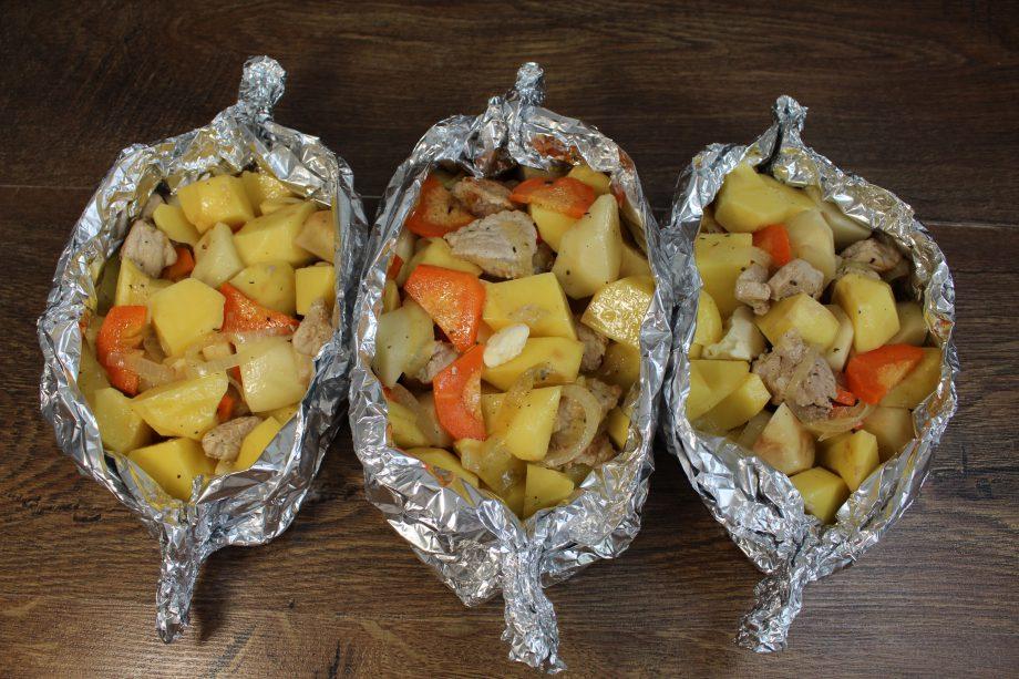 Вкуснее блюда не найдешь. Картофель получается сочным и аппетитным. Пальчики оближешь