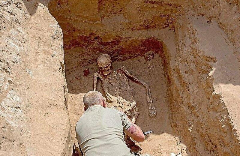 Голова вождя приподнята, будто лежит на подушке Астрахань, Сармат, археология, драгоценность, захоронение, находка, россия