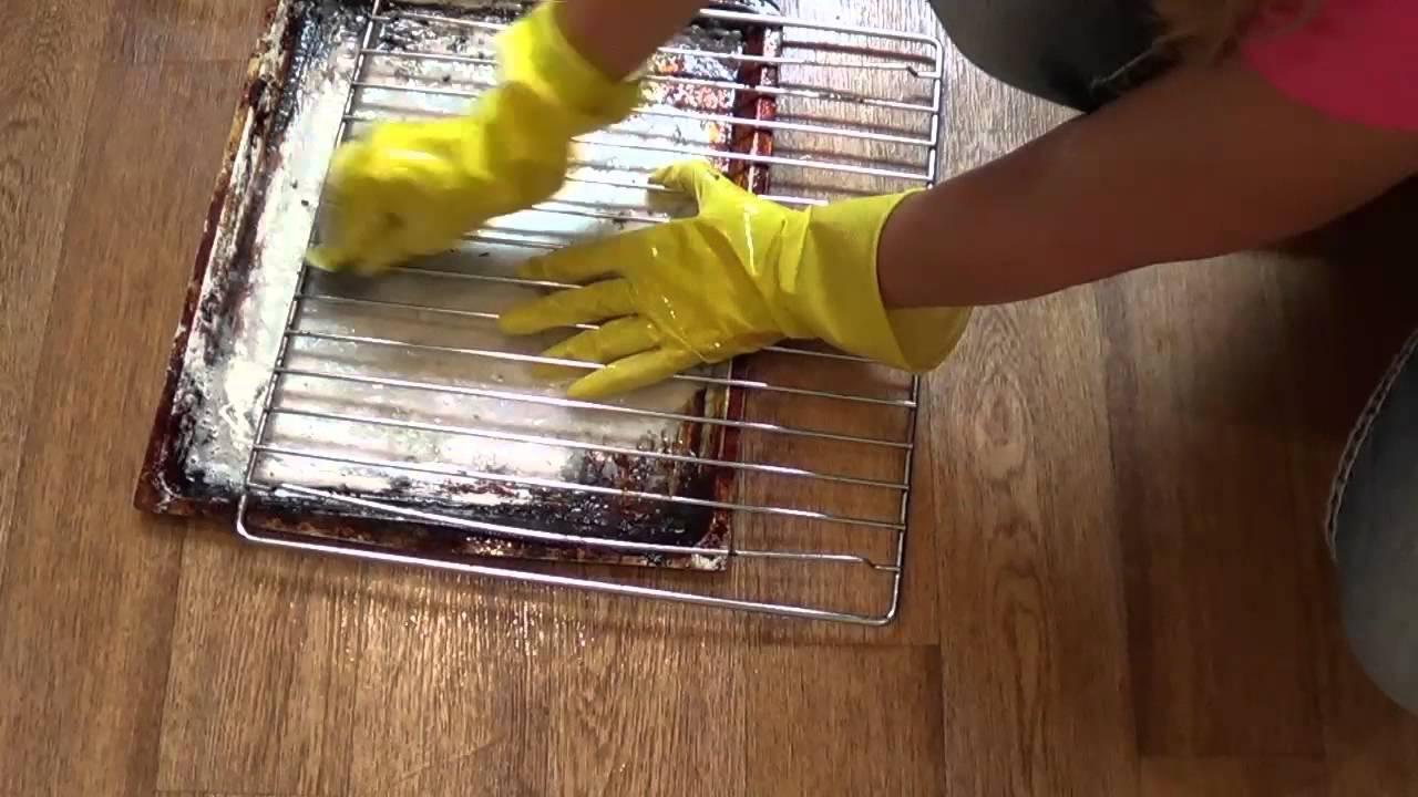 Очищаем посуду (решетки для барбекю) от сильного нагара