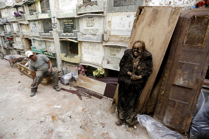 Чистильщики могил из Гватемалы