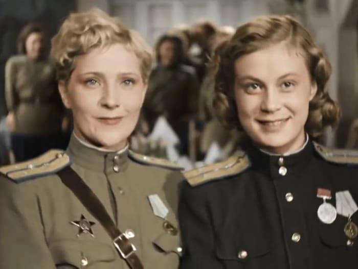 Кадр из фильма *Небесный тихоход*, 1945 | Фото: kino-teatr.ru