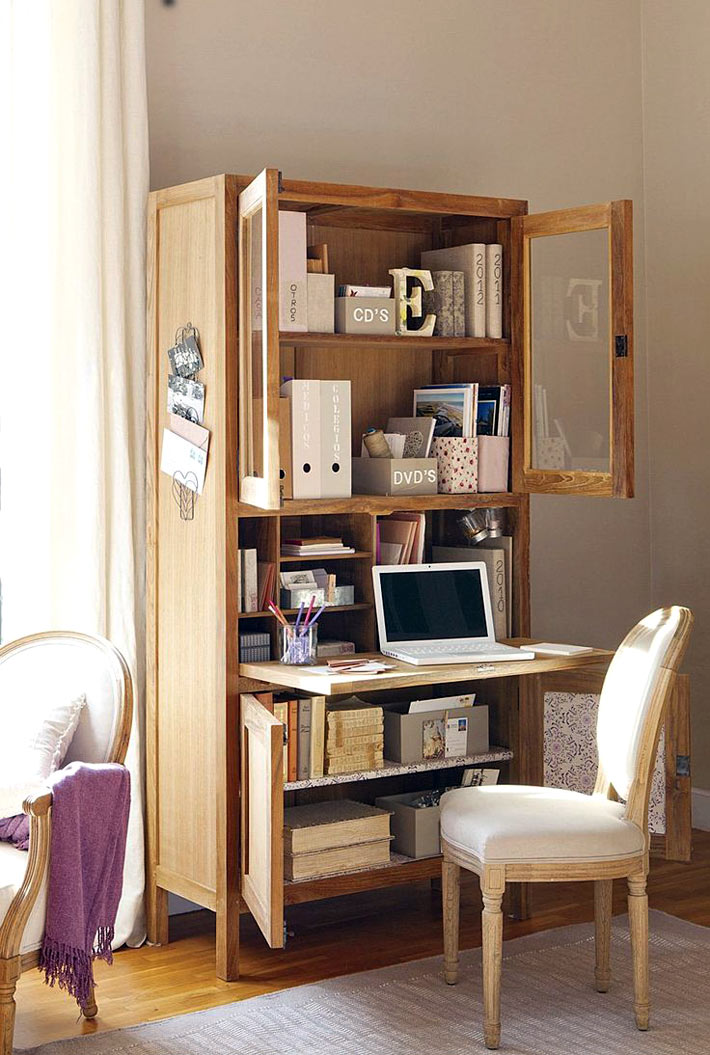 Компактный домашний офис - скрытое рабочее место в шкафу.