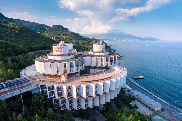 Поразительная архитектура Крыма: санаторий «Курпаты»