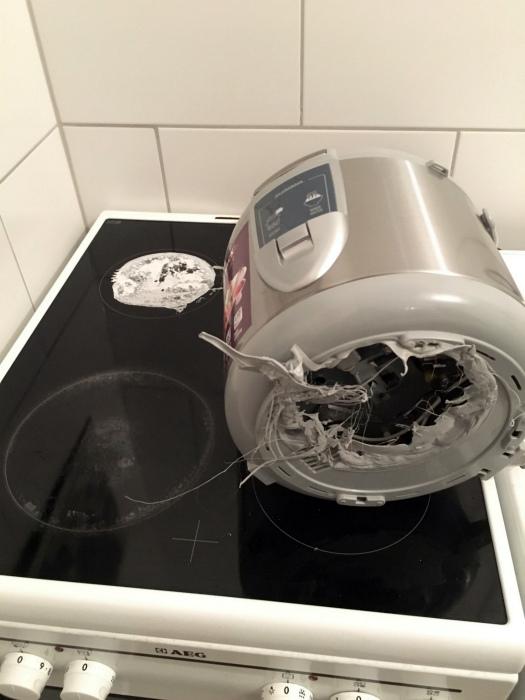 Сложная кухонная техника.