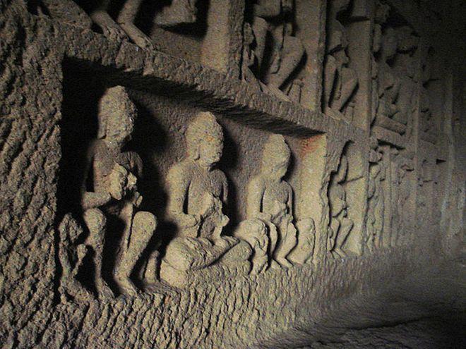 Случайно найденная необычная пещера
