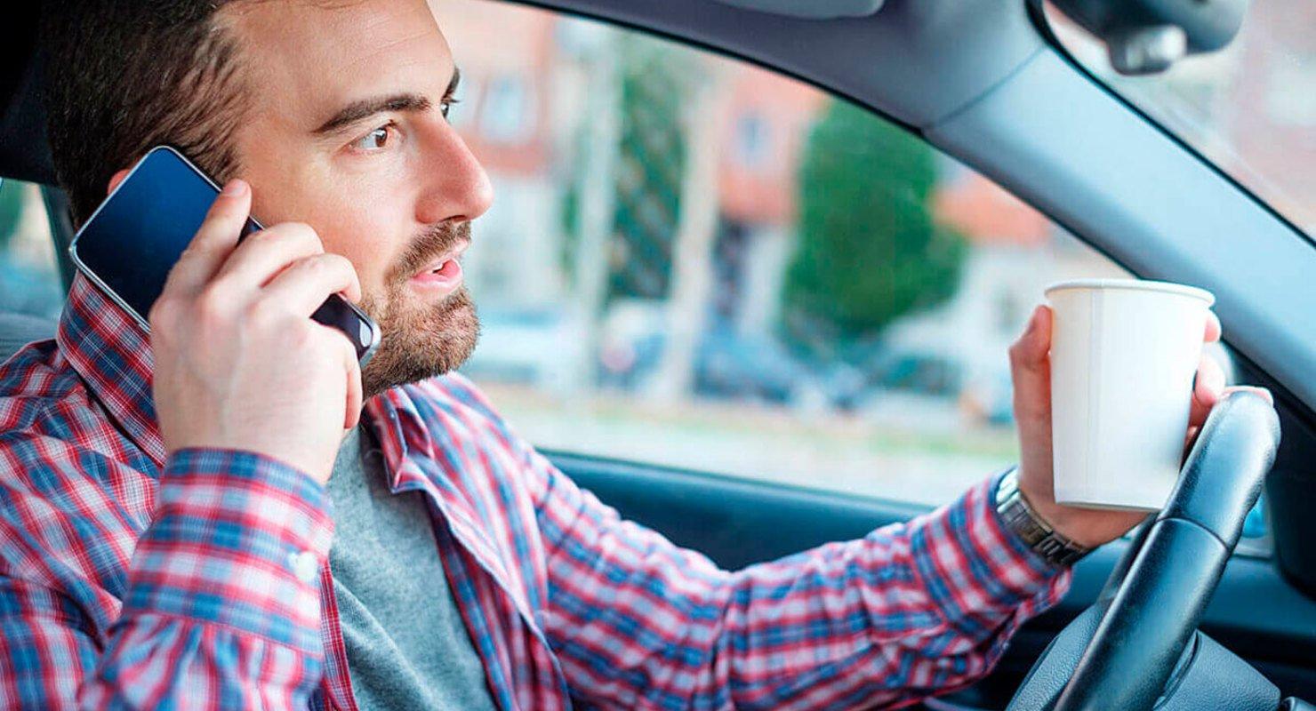 ГИБДД при тайном надзоре станет визуально фиксировать разговоры по телефону Автомобили