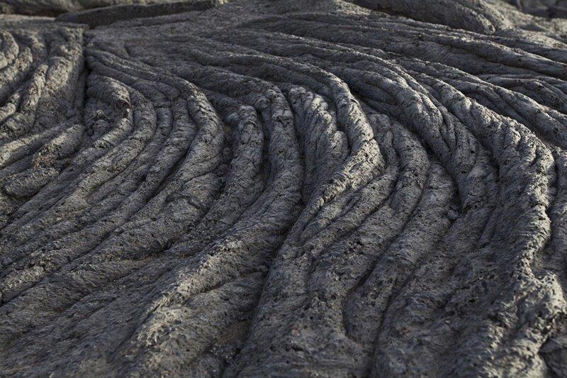 Застывший поток лавы от кратера вулкана. Фото: Анастасия Коро (Anastasia Koro: Shutterstock) безжизненное место, вулканы, интересное, фотографии