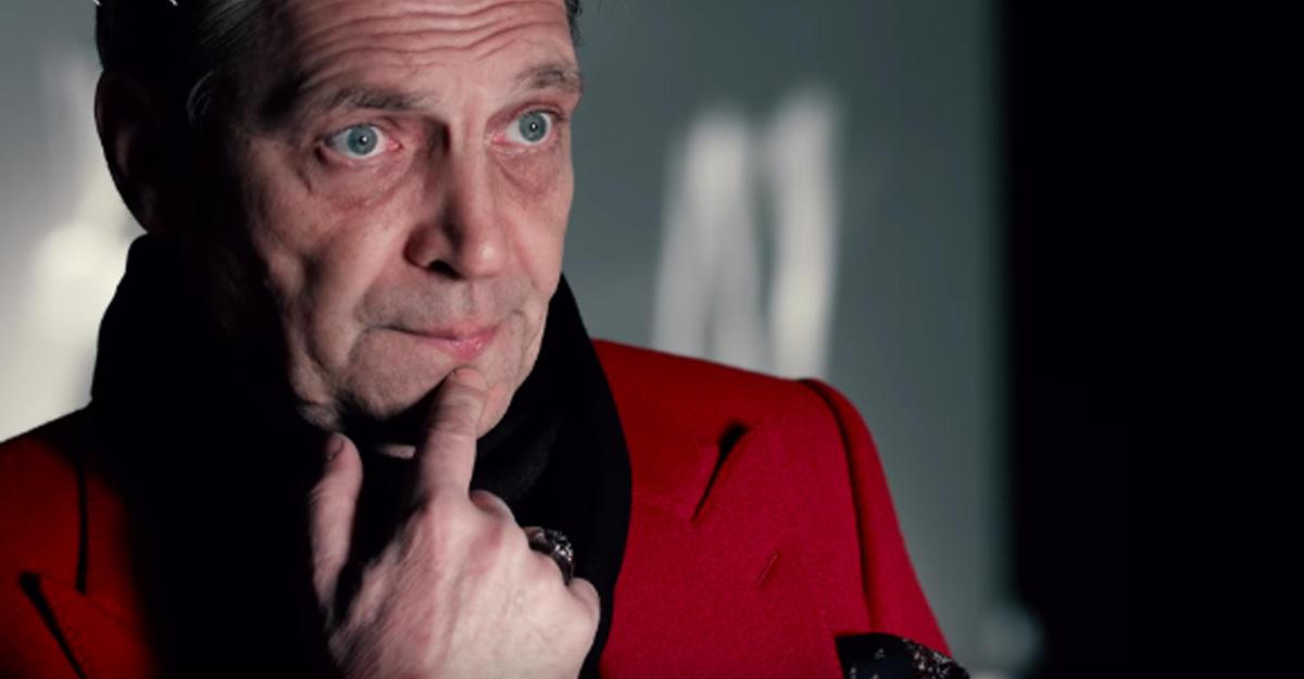 Невзоров в красном пальто фото