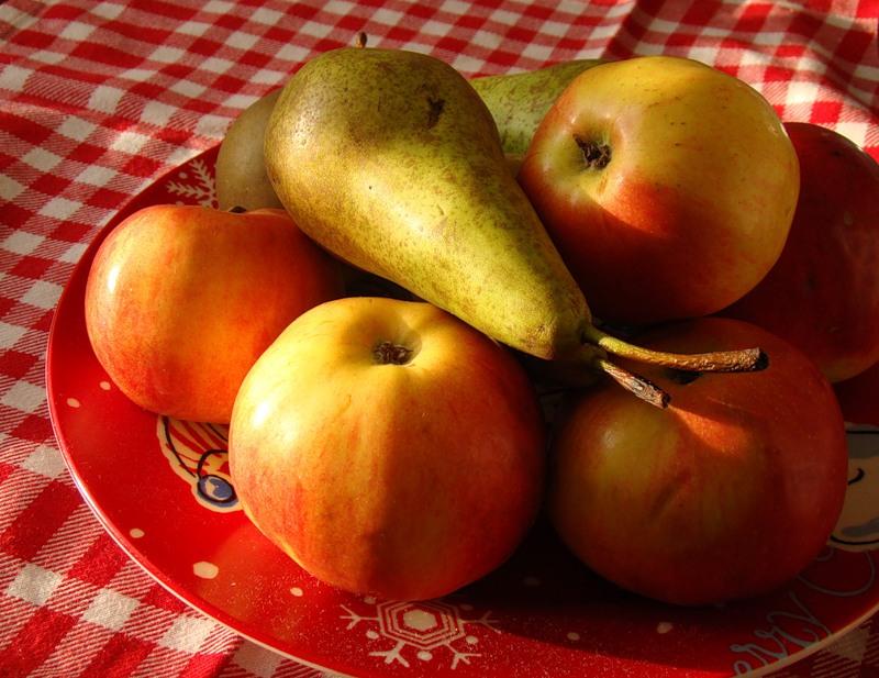 Груши с яблоками