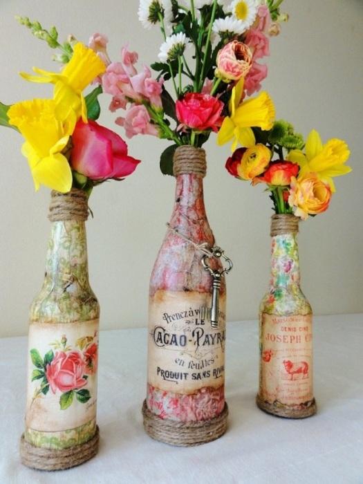 Стеклянные вазы для живых и искусственных цветов. / Фото: colors.life