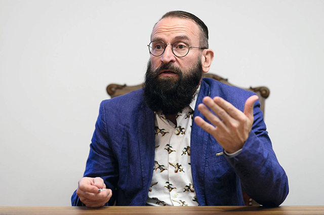 Депутат Европарламента ушел в отставку после участия в антикарантинной гей-вечеринке. Он был противником гей-браков Новости