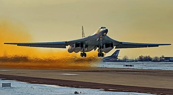 Ракетоносцы Ту-160 смогут на…