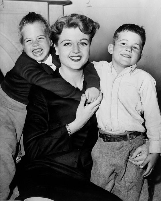 Анджела с детьми - Энтони и Дейдри