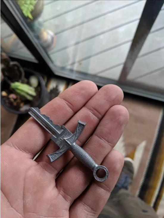 Ключ в форме меча