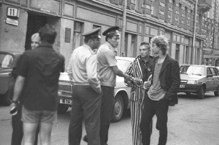 За доллар в СССР обещали не только 67 копеек, но и от 3 до 15 лет тюрьмы./Фото: ic.pics.livejournal.com