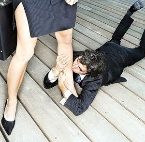 Целовать жене ножки