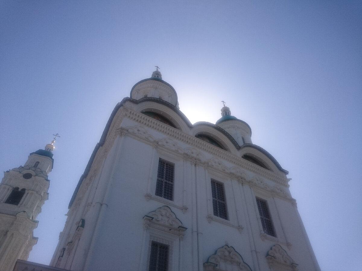 Посетил Успенский Кафедральный Собор в Астрахани. Рассказываю, что меня поразило на выходе