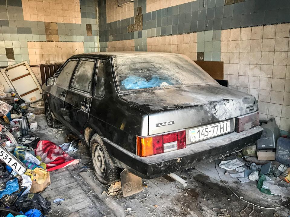 Нашел новый экспортный ВАЗ-21099, простоявший 25 лет в гараже