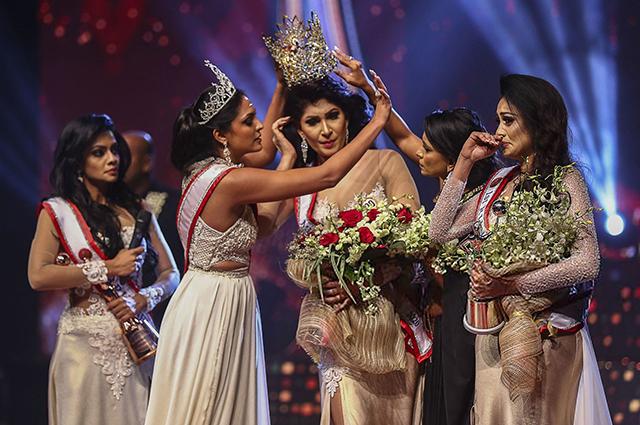 """Победительница конкурса """"Миссис мира — 2020"""", отобравшая корону у """"Миссис Шри-Ланка — 2021"""", арестована за нападение на нее"""