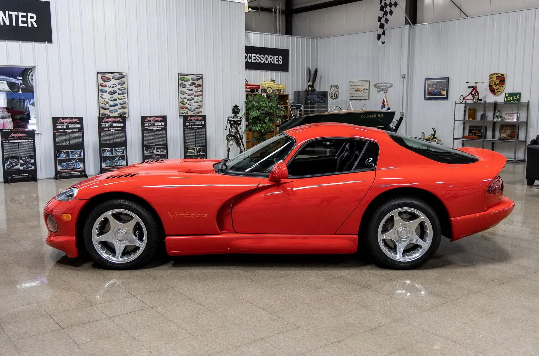 Новый Dodge Viper 1997 года выпуска продадут на аукционе Новости