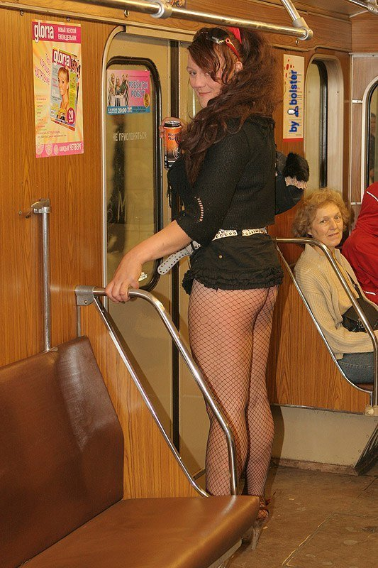Под юбкой метро фото