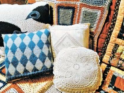 Подушки из старого свитера своими руками