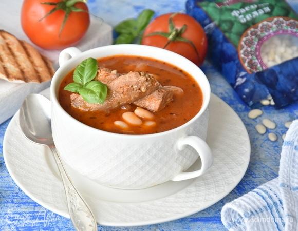 Томатный суп с белой фасолью и тунцом. Ингредиенты: бульон, тунец консервированный, фасоль белая