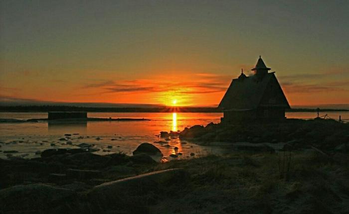 В Карелии сгорела церковь из фильма «Остров»: Почему местные считали деревянную избу святыней