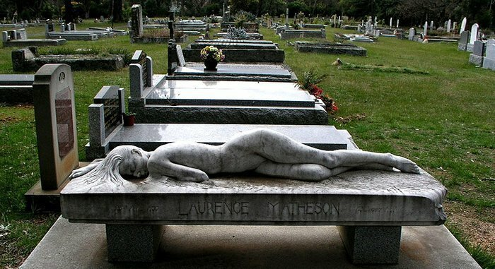 Помирать — так красиво кладбище,надгробия,юмор и курьезы