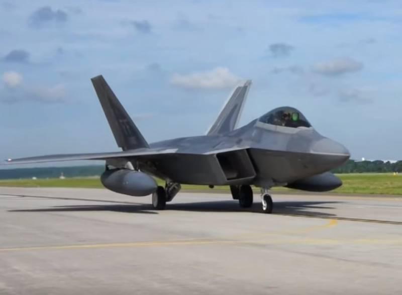 Против Ирана или Саудовской Аравии: для чего США перебрасывали F-22 в Катар геополитика