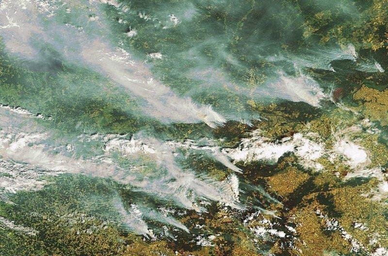 14. Дым от лесных пожаров над Москвой, июль 2010 года. земля, космос, пейзаж, планета, природа, россия, фотосъемка