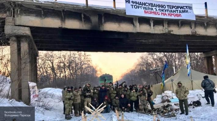 Участники торговой блокады Донбасса отказались сложить оружие