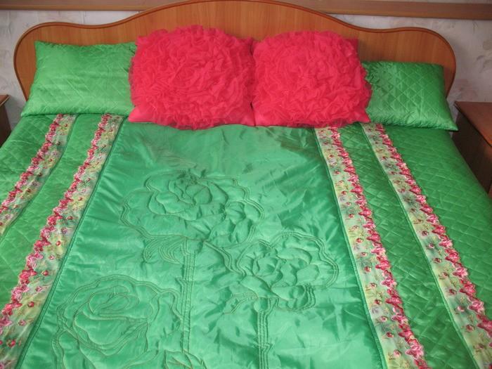 Мое новое покрывало,подушки и люстра в спальню.