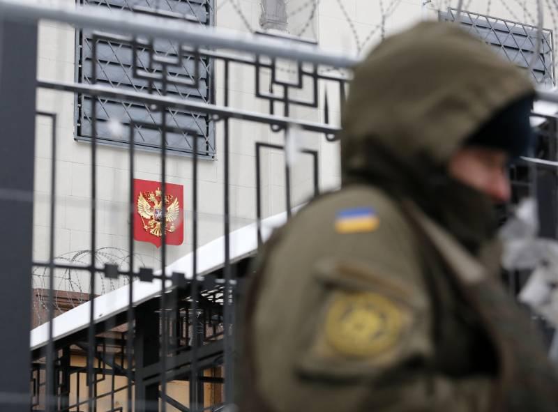 Полиция на Украине не допускает россиян на избирательные участки