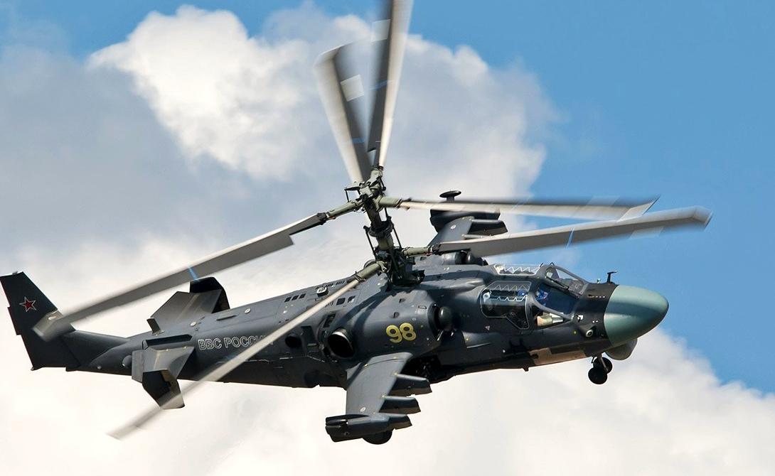 Ка-52 Россия Хищные обводы «Аллигатора» способны напугать даже опытных пилотов противника. Этот мощнейший вертолет, являющийся одним из самых быстрых и самых современных в мире, использует 30-мм пушки, противотанковые ракеты Игла-5 класса «воздух-воздух». Скорость бронированного убийцы составляет 320 км/ч, что делает его весьма трудной целью. На вооружении «Ночного охотника» две 30-мм пушки и ракеты классов «воздух-воздух» и «воздух-земля».