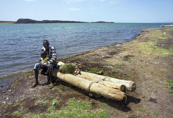 Эль Моло: опасная рыбалка исчезающего племени на озере кишащем крокодилами