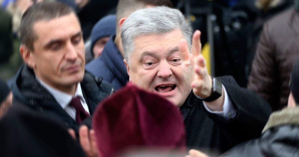 Порошенко бьётся в истерике: Президент Украины ударил белым шаром человека по голове, но потом получил ответку (ВИДЕО)