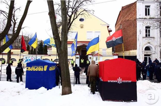 Как укро-фашистская бандеровщина открыто плевала России в лицо в день выборов ее президента