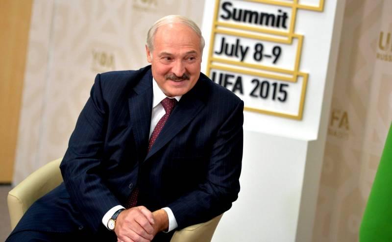 Лукашенко рассказал, почему россияне завидуют белорусам