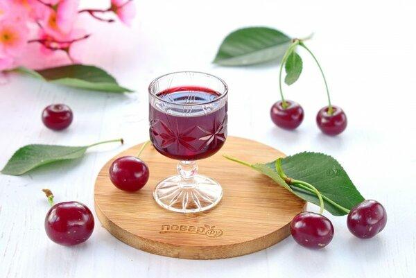 Яркая и ароматная наливка из вишни