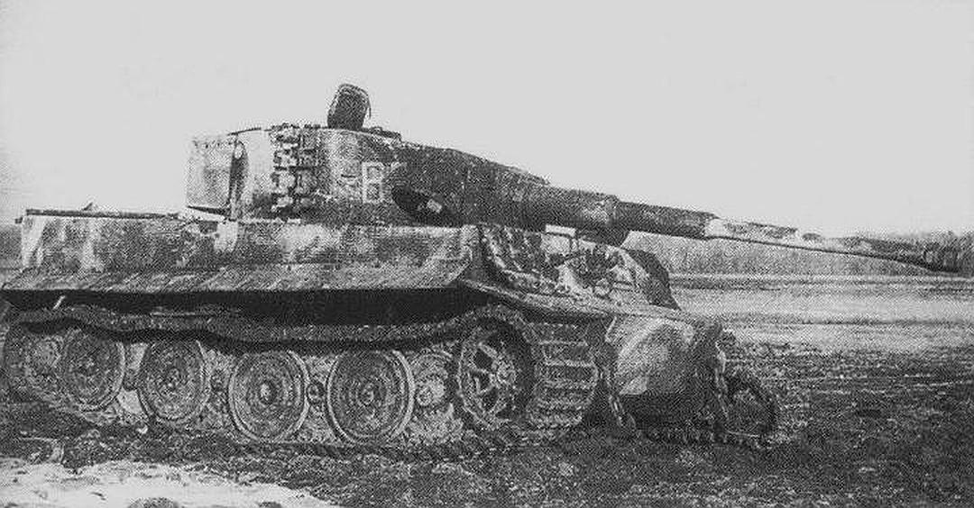 """Подбитый советскими частями """"Тигр"""" в Восточной Пруссии. Фото: waralbum.ru"""
