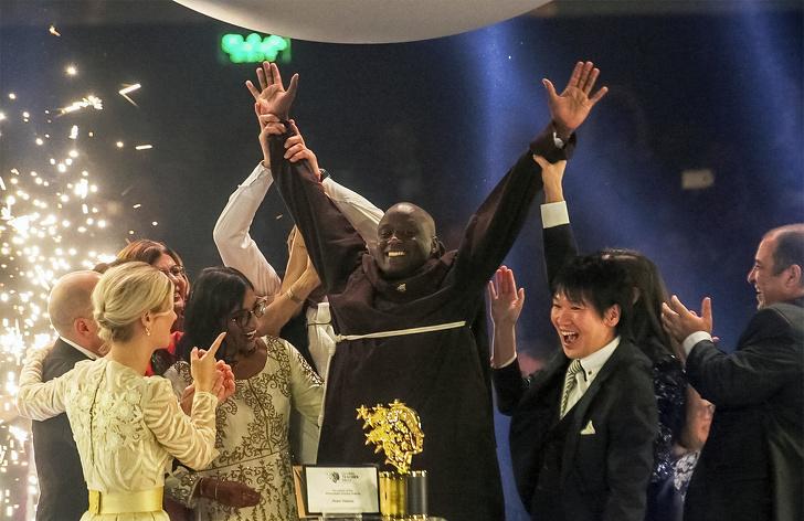 Преподаватель из глухой африканской деревни признан лучшим учителем в мире и получит $ 1 млн