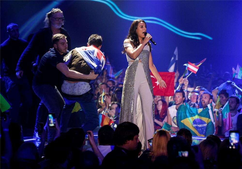 Кто показал свою попу всему Евровидению?