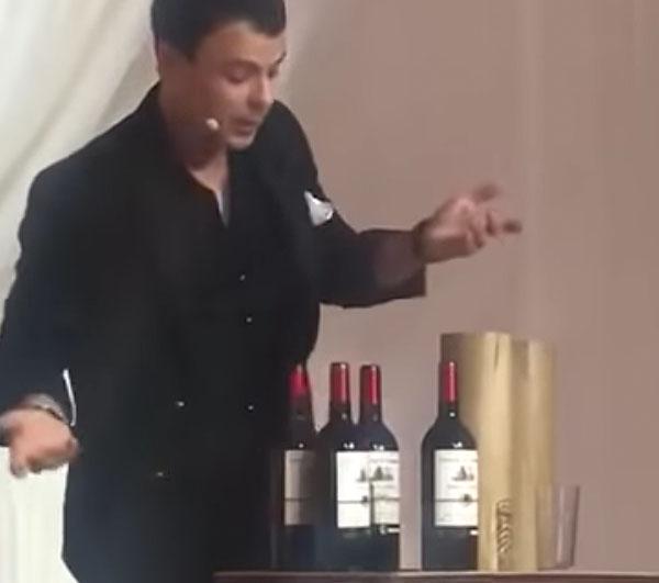 Бутылочный фокусник вытащил из рукава ящик вина
