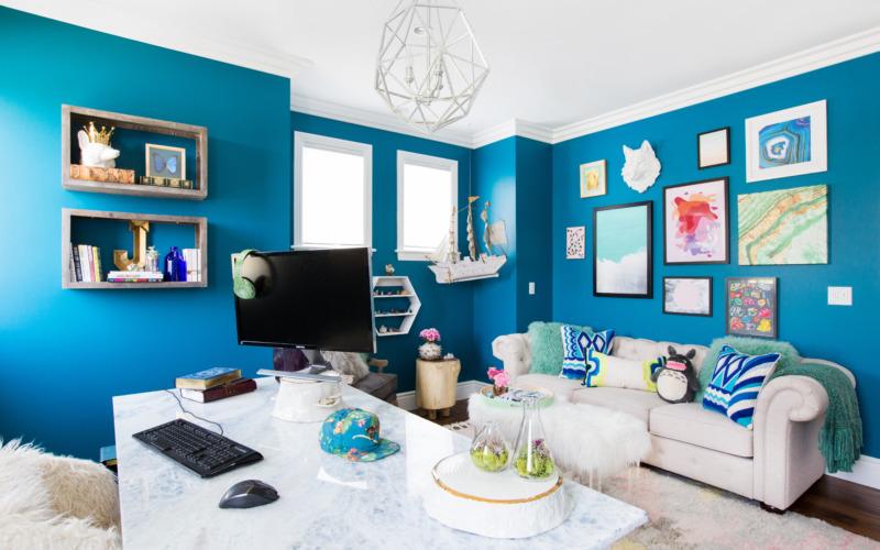 Светлая мебель и яркие цвета