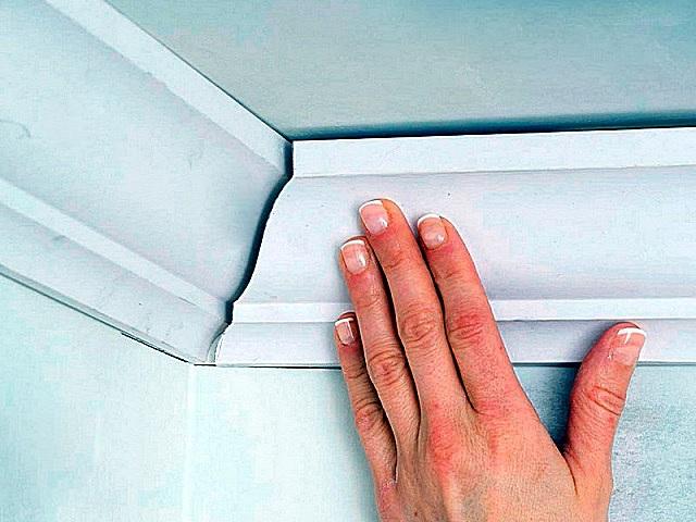 Как сделать угол на потолочном плинтусе: пошаговое руководство