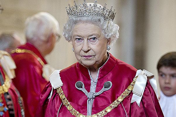 1. Королева Елизавета помещена под «домашний арест» после сенсационного Рождественского Послания. 2. Тайная власть королевы Елизаветы II. 3. Секс в Королевской семье. Запрещенный фильм в Англии