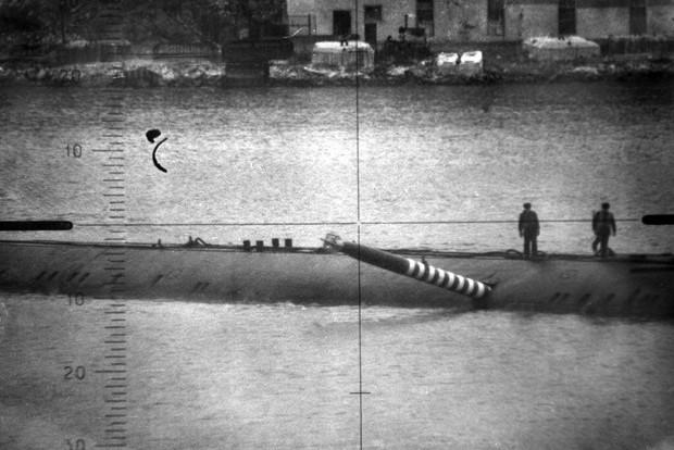 История одной фотографии 1989 года:  торпеда торчит в борту подлодки СССР