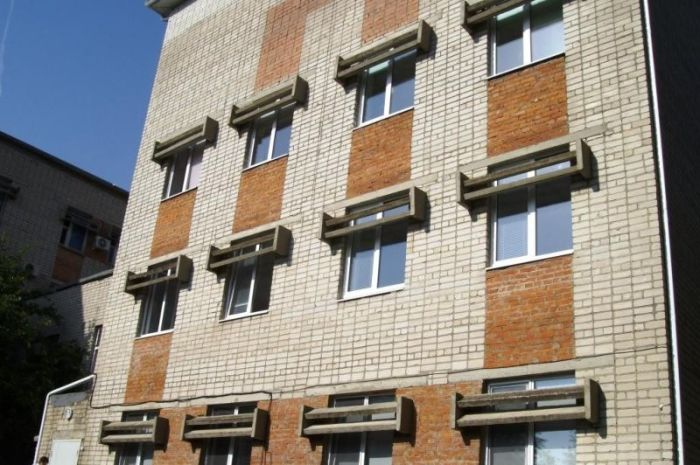 Вот зачем на окнах советских домов устанавливали такие козырьки